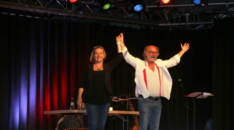 Ein Abend mit Klaus-Peter Wolf und Bettina Göschl in der Dünenhalle